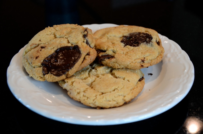 chocolate chip cookies - thesunhascomeup.wordpress.com
